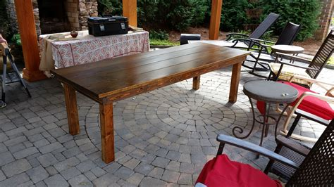 Staining-An-Outdoor-Farm-Table