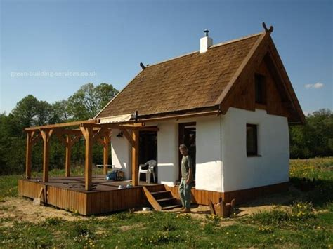 Straw-Bale-Dog-House-Plans