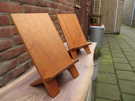 Tablet-Stand-Wood-Plans