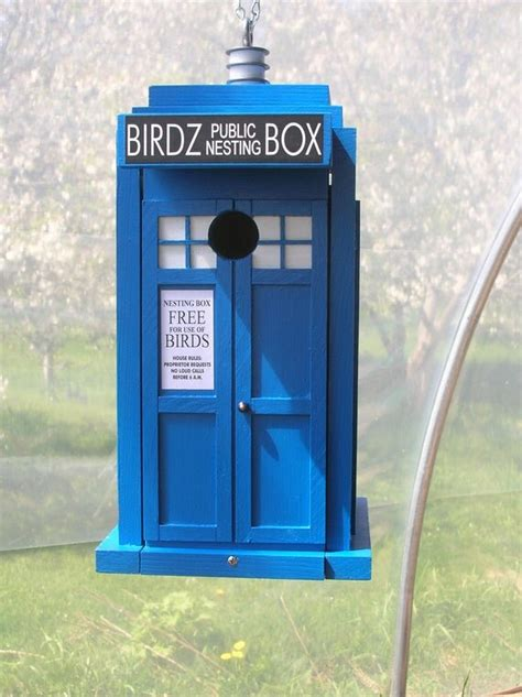 Tardis-Birdhouse-Plans