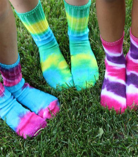Tie-Dye-Socks-Diy