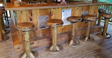 Tiki-Bar-Stool-Plans