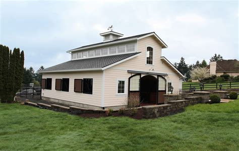 Traditional-Center-Aisle-Barn-Plans