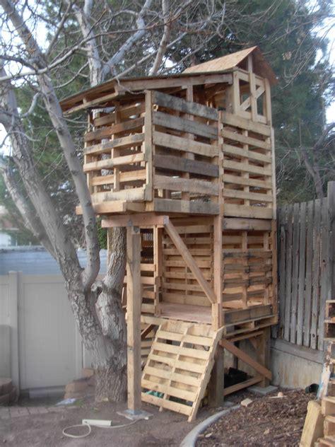 Tree-House-Pallet-Plans