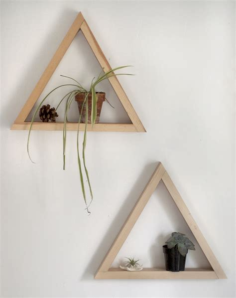 Triangle Wood Shelf DIY