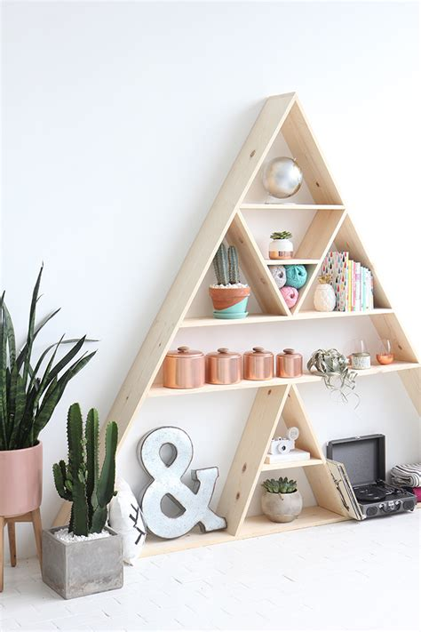 Triangle-Bookshelf-Diy
