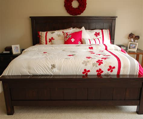 Two-Crafty-Housewives-Farmhouse-Bed