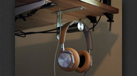 Under-Desk-Headphone-Hook-Diy