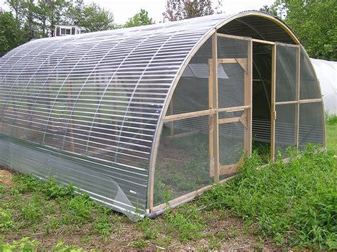 Using-A-Polytunnel-Greenhouse-Frame-For-Diy-Chicken-Run