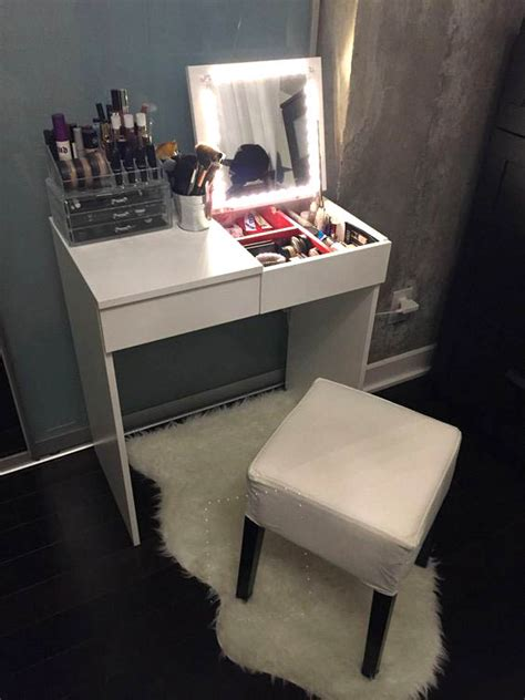 Vanity-Ideas-For-Small-Bedroom