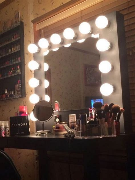 Vanity-Makeup-Mirror-With-Lights-Diy