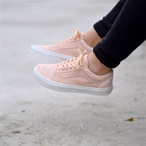 Vans Old Skool Sneakers In Pink Suede