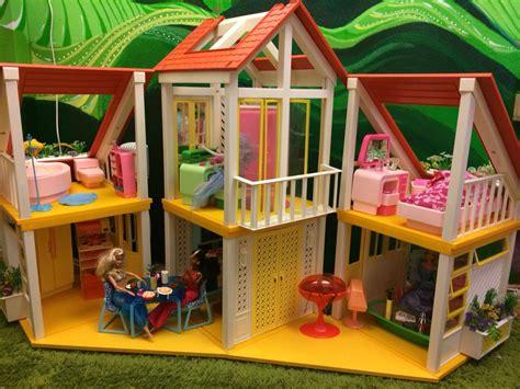 Vintage-Barbie-Dream-House-Furniture