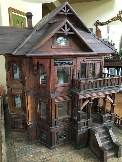 Vintage-Wooden-Dollhouse