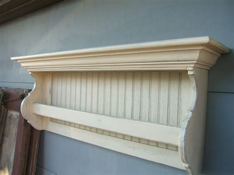 Wall-Mounted-Quilt-Rack-With-Shelf-Plans
