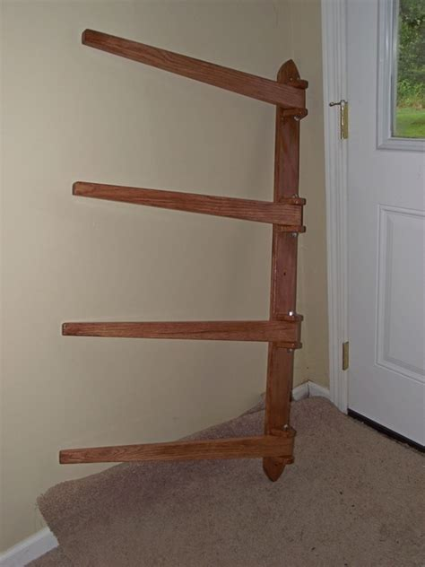 Wall-Mounted-Quilt-Rack-Woodworking-Plan