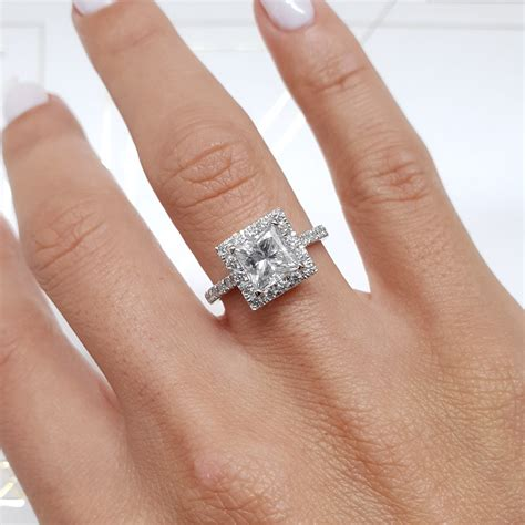 What does the Carat of a Diamond Engagement Ring Mean?