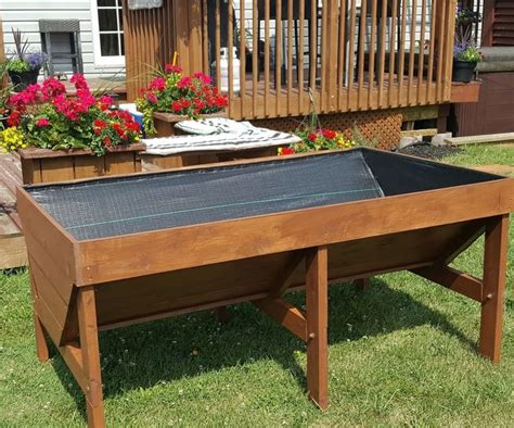 Wheelchair-Accessible-Gardening-Table-Plans