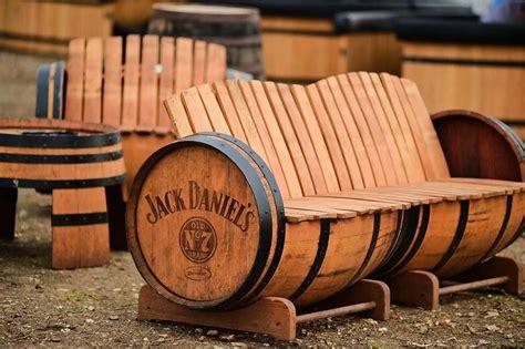Whiskey-Barrel-Bench-Making-Plans