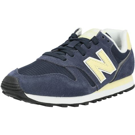 White New Balance Sneakers With A Navy Blue N