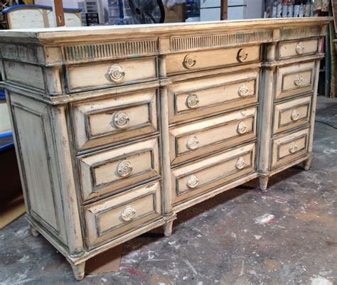White-Antique-Furniture-Diy