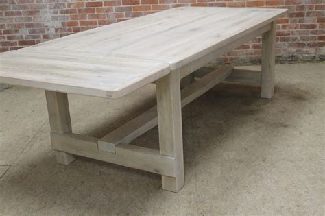 White-Washed-Barn-Wood-Farm-Table