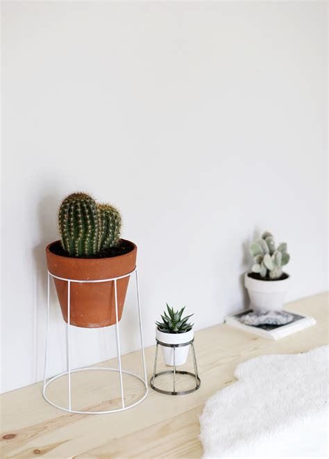 Wire Plant Stand Diy