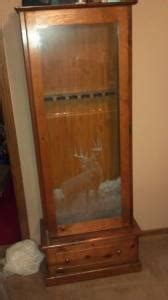 Wood Gun Cabinet With Deer Etched Glass
