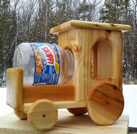 Wood Squirrel Feeder Tractor