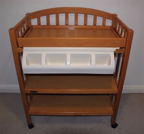 Hennis Sawyer Avery Changing Table with Pad and with # 3 Baskets and Hamper