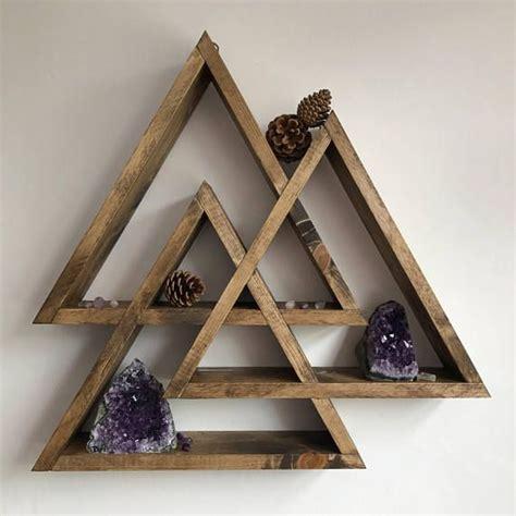 Wood-Board-Display-Triangle-On-Wheels-Diy-Ideas