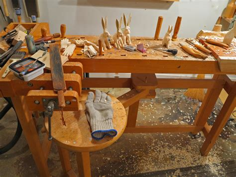 Wood-Carving-Bench-Diy