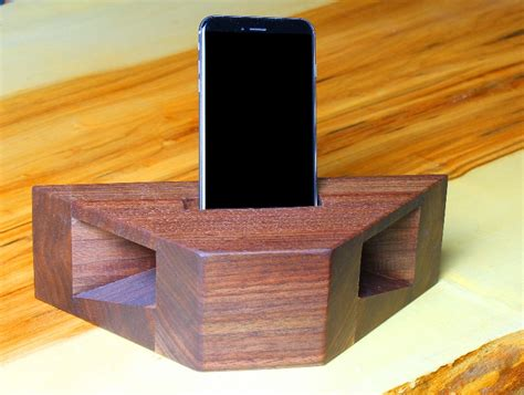 Wood-Cell-Phone-Amplifier-Plans