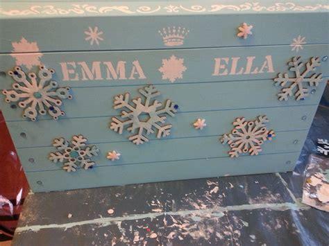 Wood-Chest-Frozen-Elsa-Diy