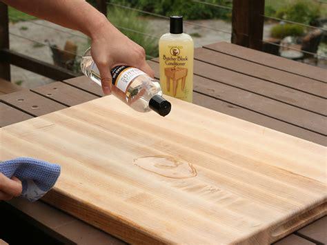 Wood-Cutting-Board-Oil-Diy