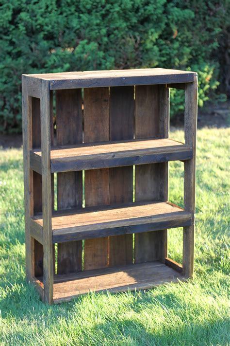Wood-Pallet-Bookshelf-Diy