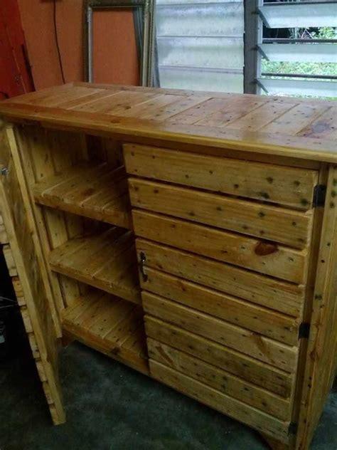 Wood-Pallet-Cabinet-Plans