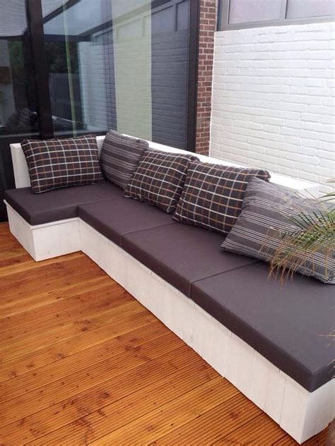 Wood-Pallet-Couch-Diy