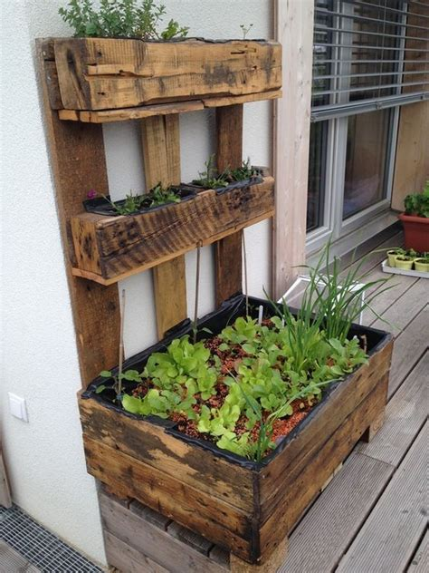 Wood-Pallet-Patio-Projects