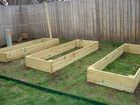 Wood-Raised-Garden-Bed-Plans