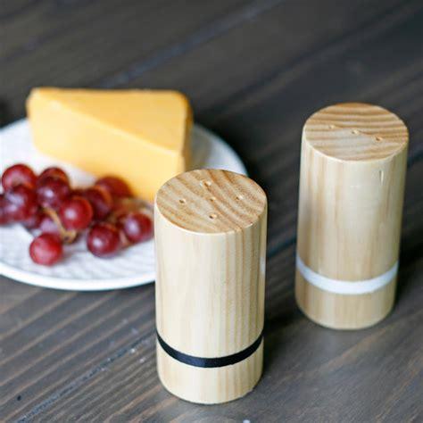 Wood-Salt-And-Pepper-Shakers-Diy