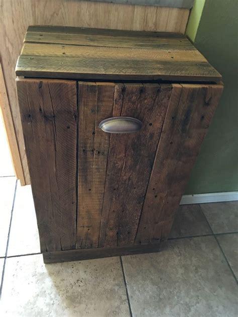 Wood-Trash-Can-Holder-Diy