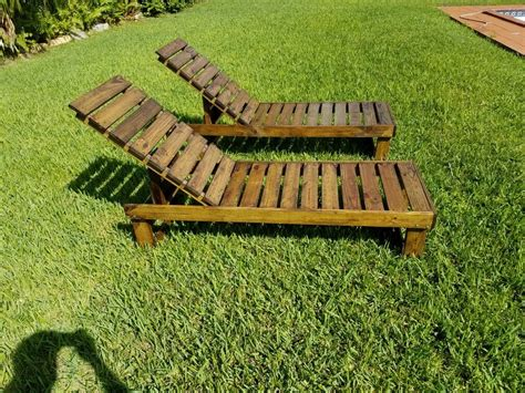 Wooden Lounge Chairs DIY