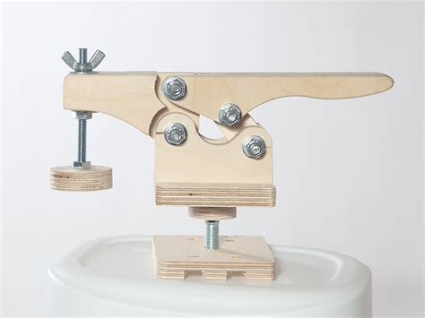 Wooden Toggle Clamp Plans Synonym