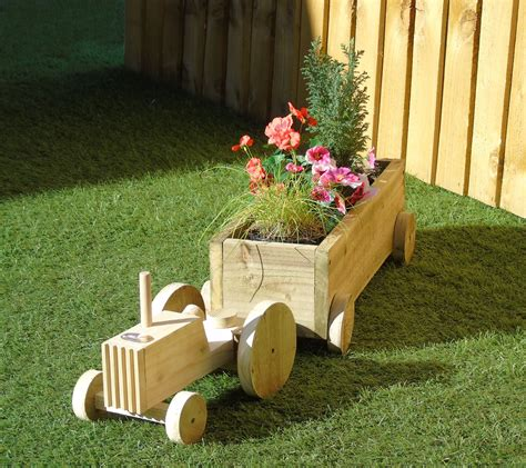 Wooden Tractor Planter Instructions