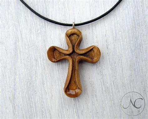 Wooden-Cross-Necklace-Diy