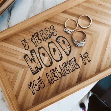 Wooden-Diy-Ideas-Wedding-Anniversary