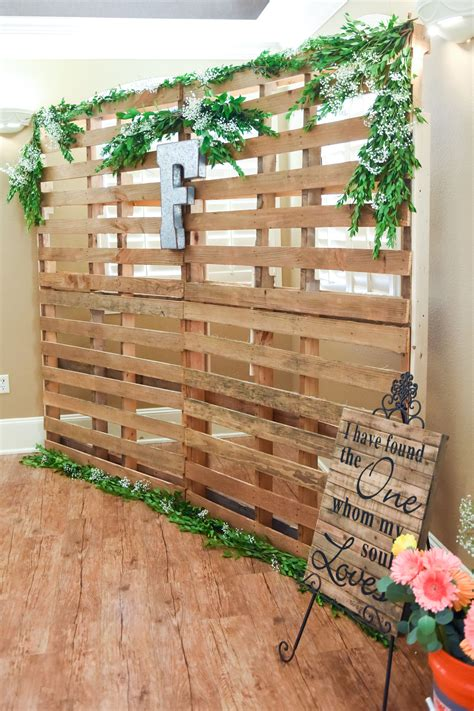 Wooden-Pallet-Backdrop-Diy