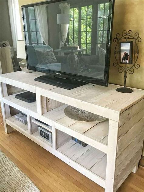 Wooden-Pallet-Tv-Stand-Plans
