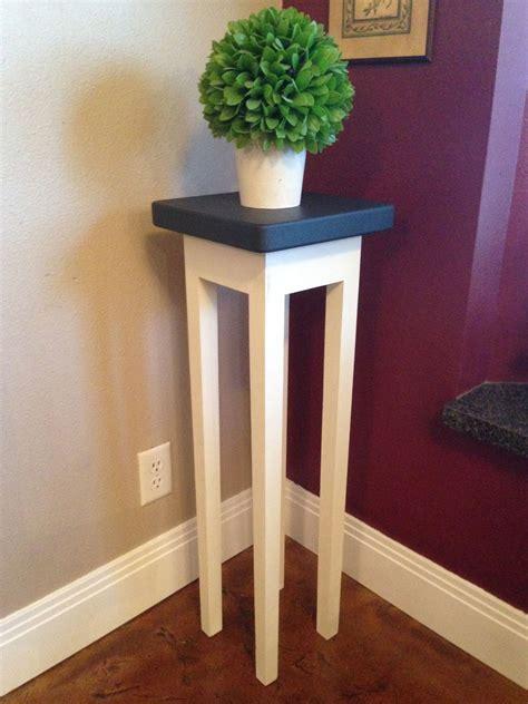 Wooden-Pedestal-Plant-Stand-Diy-Paint
